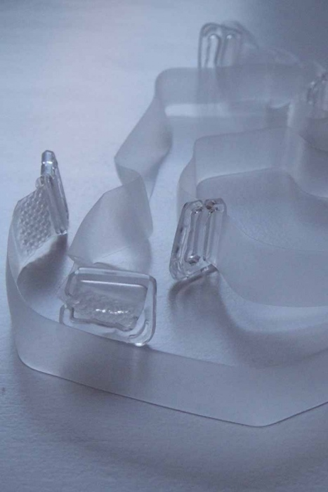 Silikon-Riemen mit Plastikspitze für BH